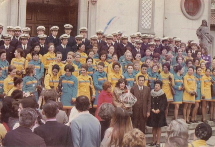 Foto no dia da Missa de Formatura de pilotos e comissários da VASP, em frente à Igreja N. Sra. do Brasil (todos já uniformizados, inclusive com luvas de couro)