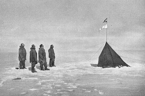 Norueguês Roald Amundsen e equipe no pólo sul