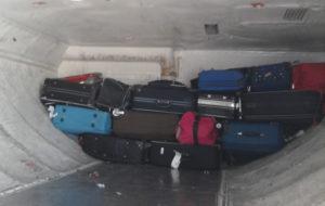 porao bagagens aviao