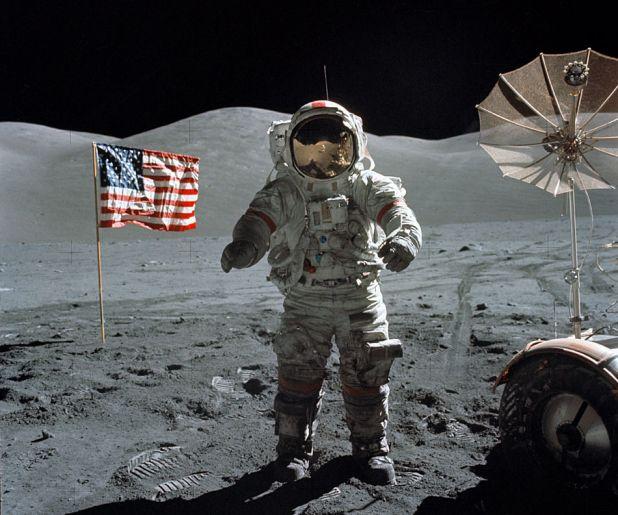 Foto do último homem (missão Apollo 17) a pisar na Lua, Eugene Cernan. Fonte: Astronomy Picture of the Day - NASA