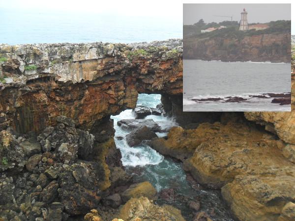 Boca do inferno em Cascais, Portugal (em destaque, farol próximo). Fotos: ViniRoger.