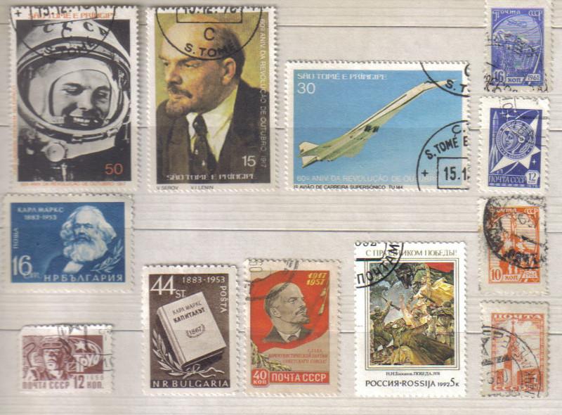 """Selos do tema """"comunismo"""" em um álbum próprio para acondicionar os selos (fiquei com dó de colar e deixo eles somente apoiados na cola; as páginas são de cartolina para evitar dobras e amassar os selos)."""