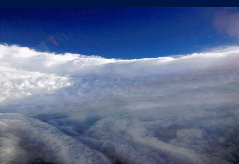 Foto do olho do furacão Katrina (Hurricane Hunters/NOAA).