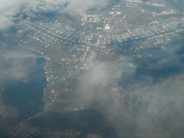 Foto aérea de Brasília (note como o plano piloto tem forma de avião, onde o comando do país corresponde à cabine de comando). Foto: ViniRoger.