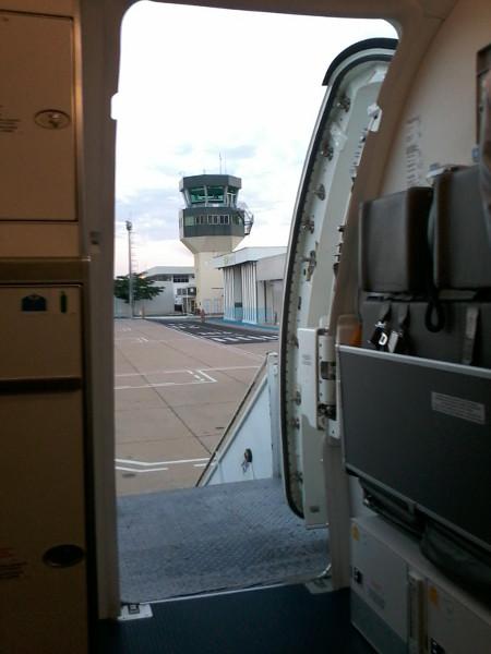 Torre do aeroporto de Teresina visto do interior de um avião Embraer. Foto: ViniRoger.