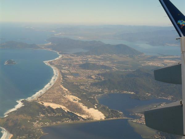 Vista aérea de Florianópolis (Praia da Lagoa, Lagoa da Conceição e dunas). Foto: ViniRoger.