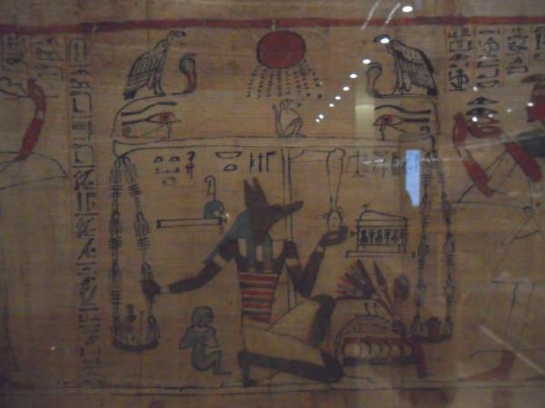 Trecho de papiro contendo passagem do Livro dos Mortos. Foto: ViniRoger.