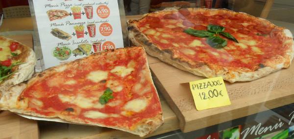 Autêntica pizza italiana (essa é vendida em Florença, mas com receita napolitana). Foto: ViniRoger.