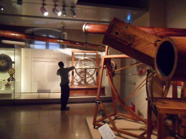 Telescópios utilizados (ou não) por Galileu. Foto: ViniRoger.