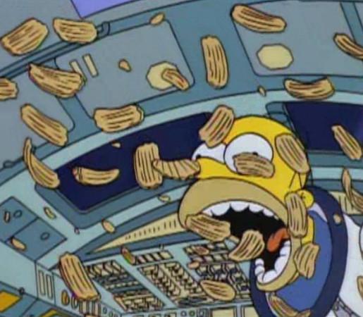 Homer comendo batatas flutuantes enquanto em órbita com Buzz Aldrin (S05E15)