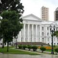 Universidade Federal do Paraná (UFPR) - do outro lado da praça, fica o Teatro Guaíra. Foto: ViniRoger.
