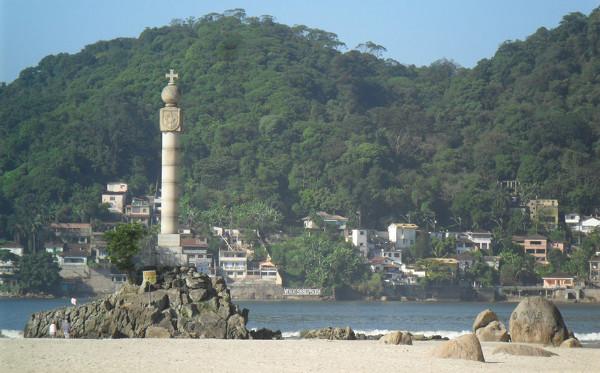 Marco Padrão: construído em 1932 em comemoração ao aniversário da fundação da vila de São Vicente. Foto: ViniRoger.