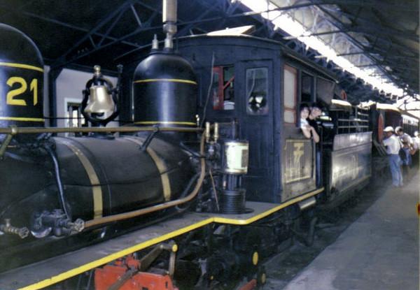 Locomotiva movida a vapor na estação de Tiradentes (julho de 1993). Foto: Maria Roggério.