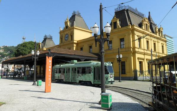 Estação de trem de Santos (Valongo), Museu Pelé e Bonde Café. Foto: ViniRoger.