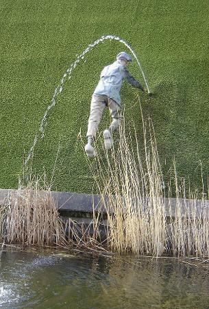 Estátua em Madurodam, Holanda, representando o garoto tampando o buraco no dique. Fonte: Wikipedia.
