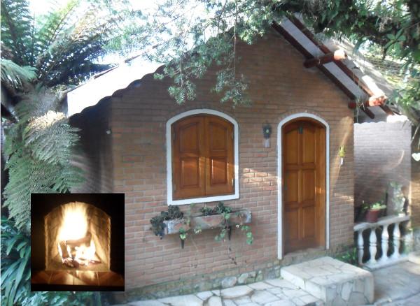Exemplo de Chalé com lareira (Pousada Recanto da Natureza). Foto: ViniRoger.