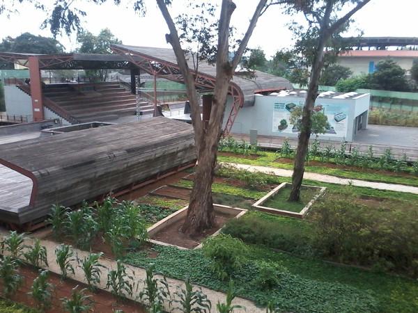 Praça Victor Civita: auditório e horta. Foto: ViniRoger.