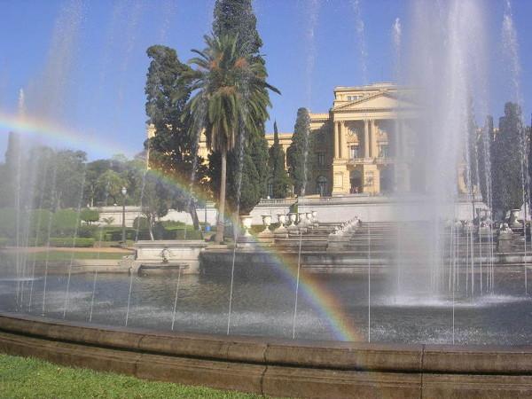 Parque da Independência: espelho d'água com chafarizes e Museu Paulista. Foto: ViniRoger.