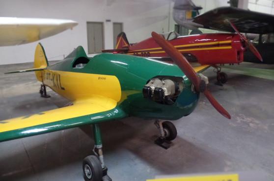 "IPT-0 ""Bichinho II"" (verde) e IPT-16 ""Surubim"" (vermelho), expostos no MUSAL. Foto: ViniRoger"