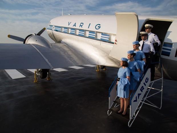 Varig Experience no PP-ANU: visitantes são recebidos por tripulação vestida com uniformes como os da época em que ele voava (Foto: Roberto Furtado/Divulgação)