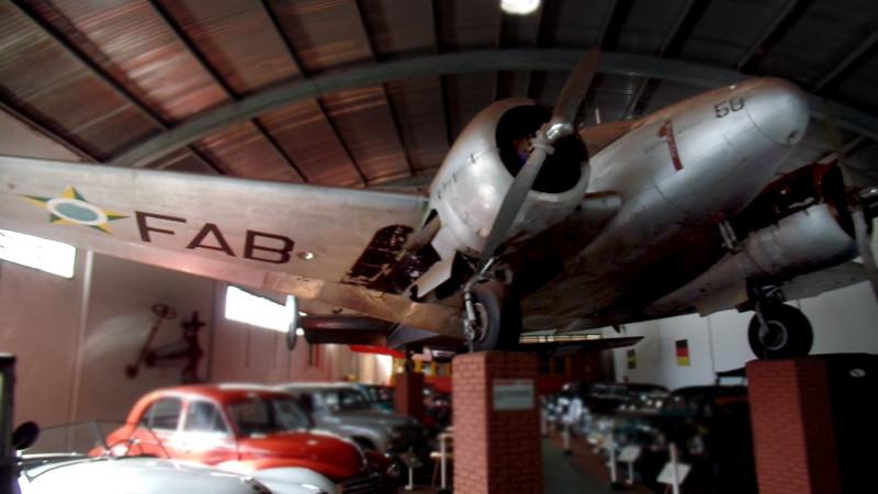 Beechcraft Model 18 exposto no Museu Eduardo Matarazzo visto de outro ângulo. Foto: ViniRoger