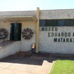 Entrada do Museu: porta de caixa forte e dois motores axiais