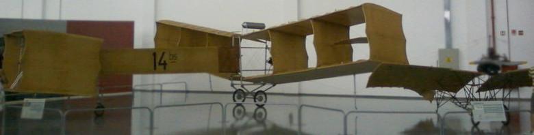 Protótipo do 14-bis e do Demoiselle expostos no Museu Asas de Um Sonho. Foto: ViniRoger