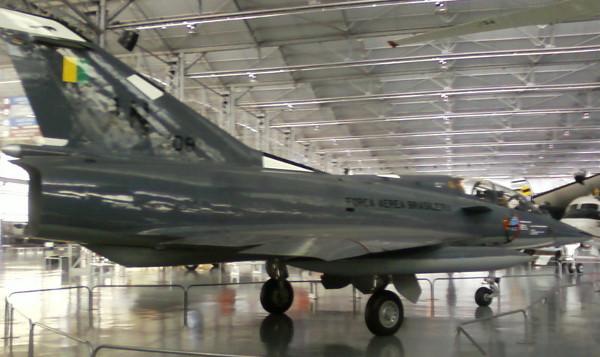 """Dassault Mirage III EBR (F-103D) FAB 4908 no Museu """"Asas de um Sonho"""" (ou Museu da TAM). O piloto Ayrton Senna voou nesta aeronave no dia 21 de março de 1989. Foto: ViniRoger"""