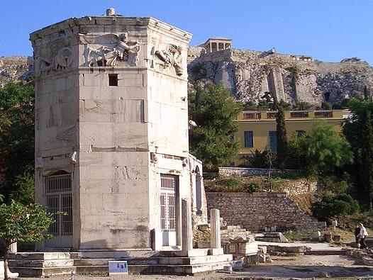 Foto da Torre dos Ventos atualmente em Atensa, Grécia. Fonte: adaptado de Wikimedia Commons