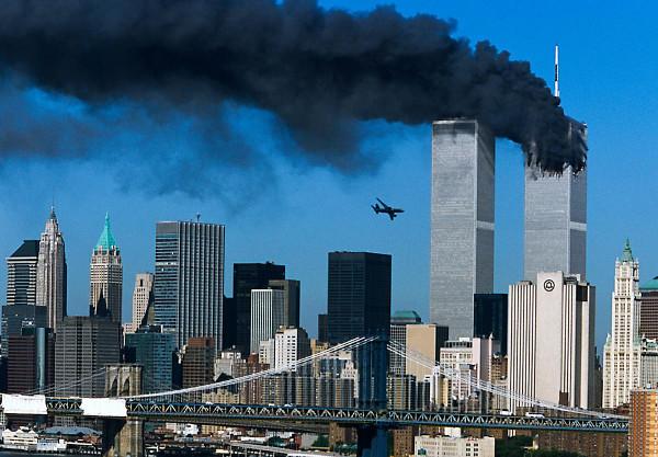 Segundo avião prestes a atingir a segunda torre do WTC