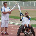 Revezamento da tocha na pista de atletismo