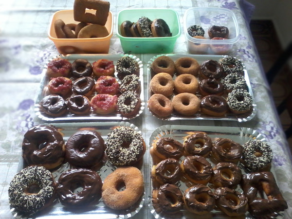 Donuts feitos com a receita desse post: alguns não sobreviveram para a foto coletiva do final, sendo devorados antes rsrs