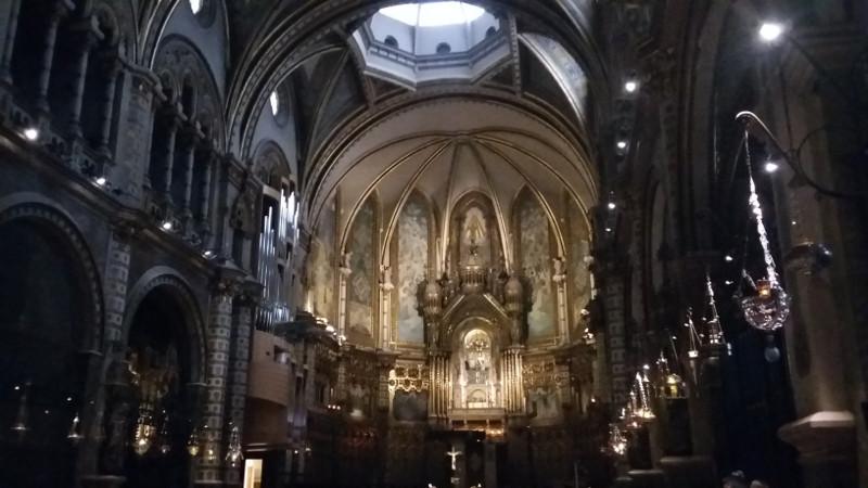 Interior da Basílica de Montserrat. Foto: VIniRoger