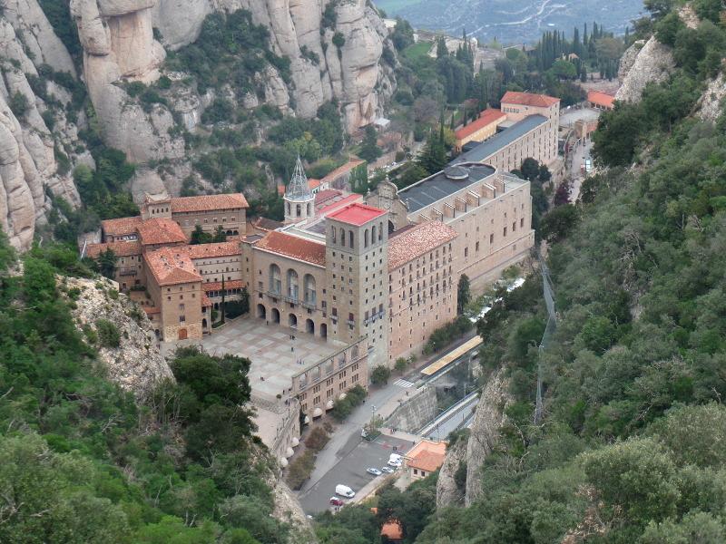 Construções de Montserrat vistas da estação superior do funicular de Sant Joan. Foto: ViniRoger