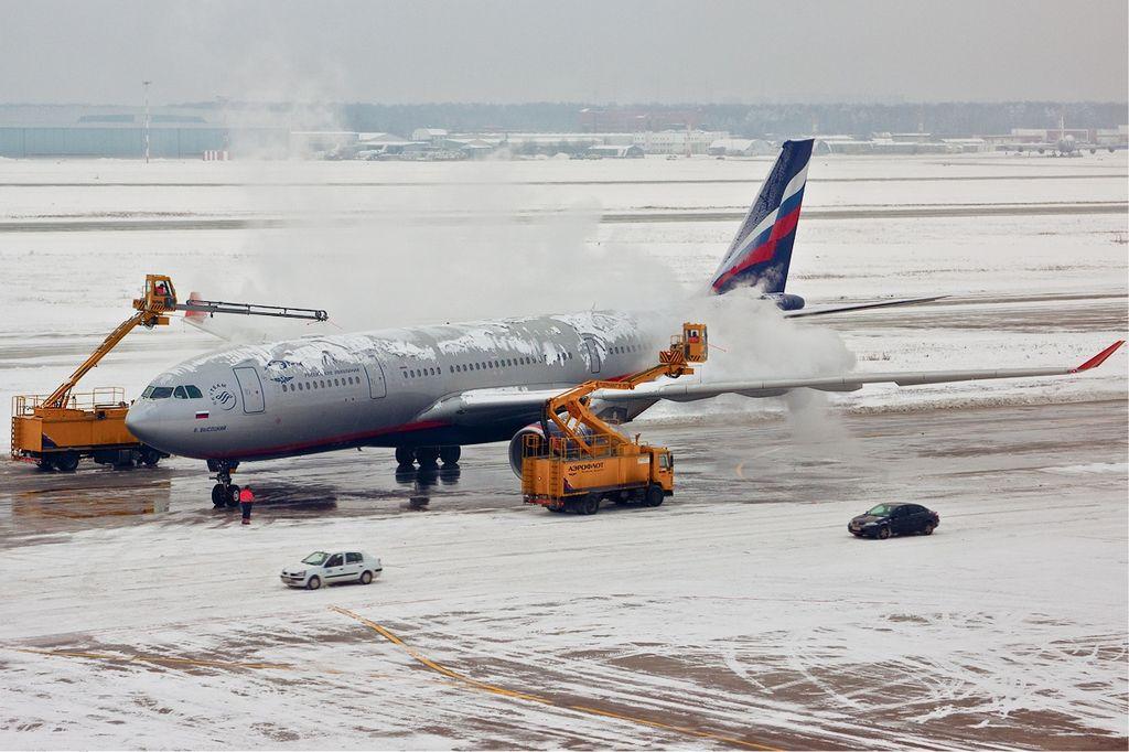 px Aeroflot Airbus A  de icing Pereslavtsev