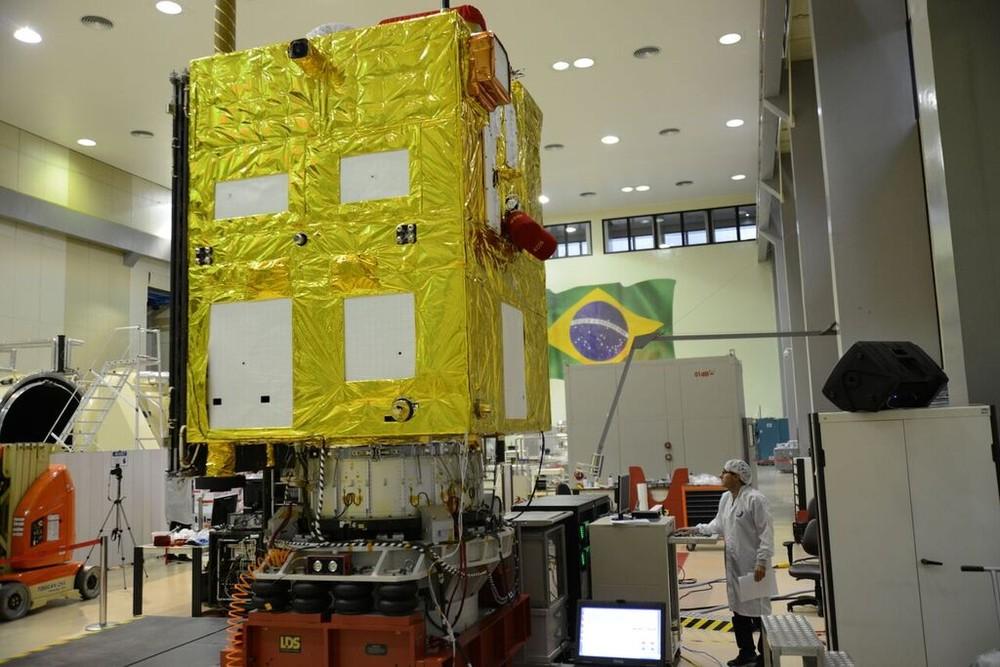 CBERS 4A no LIT/INPE. Fonte: INPE/Divulgação