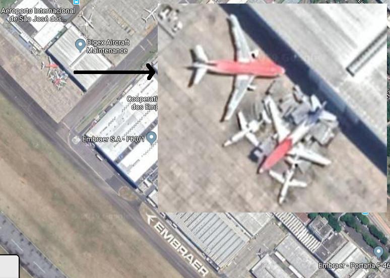 Imagem de 2019 sobre parte do aeroporto de São José dos Campos, com destaque para a aeronave da TAF (abaixo, à direita) e uma da Avianca, também abandonado. Fonte: Google Maps