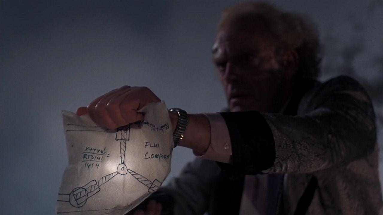 Doc Brown com o esboço do capacitor de fluxo. Fonte: Futurepedia