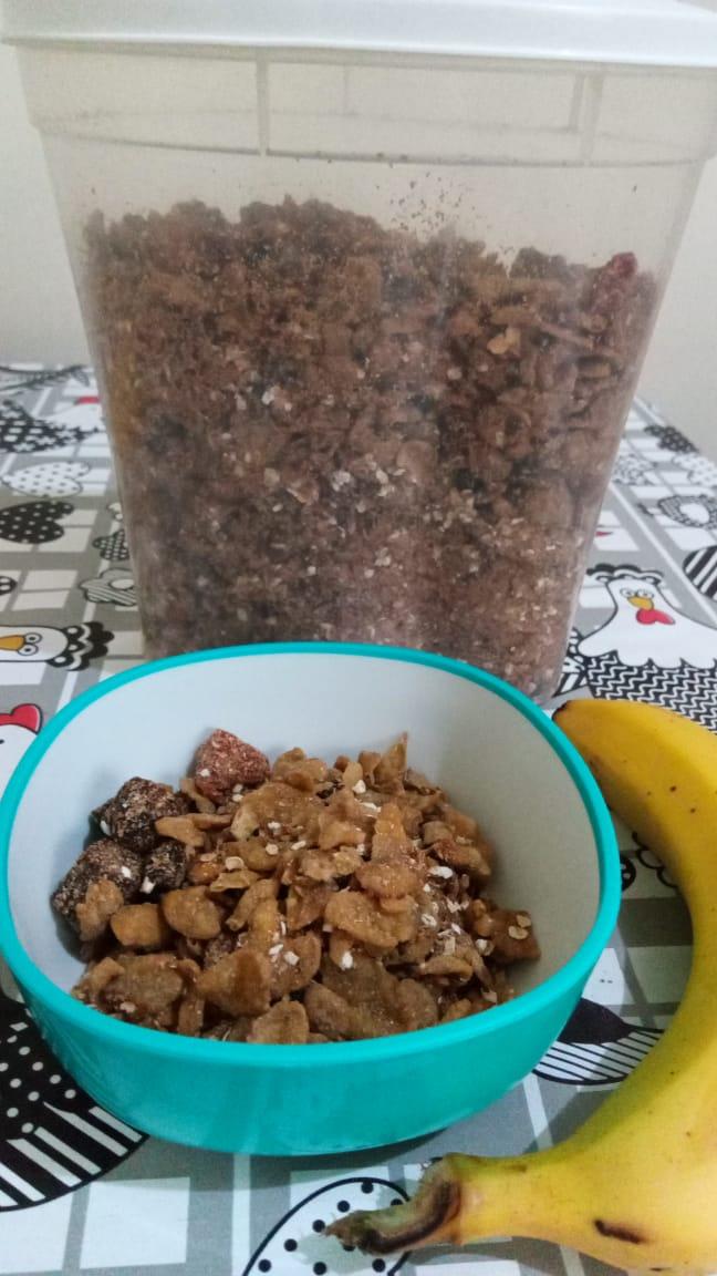 Granola feita com duas receitas abaixo. Foto: ViniRoger