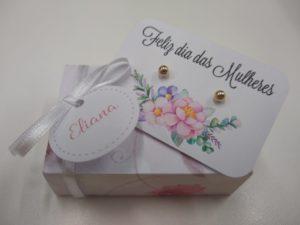 Caixinha personalizada com biju para empresa presentear funcionárias. Foto: Bijoux Beautiful Girls