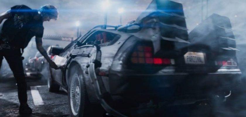 "Wade Watts como o avatar Parzival encontra o DeLorean em ""Ready Player One"".Fonte: Warner Bros. Pictures"