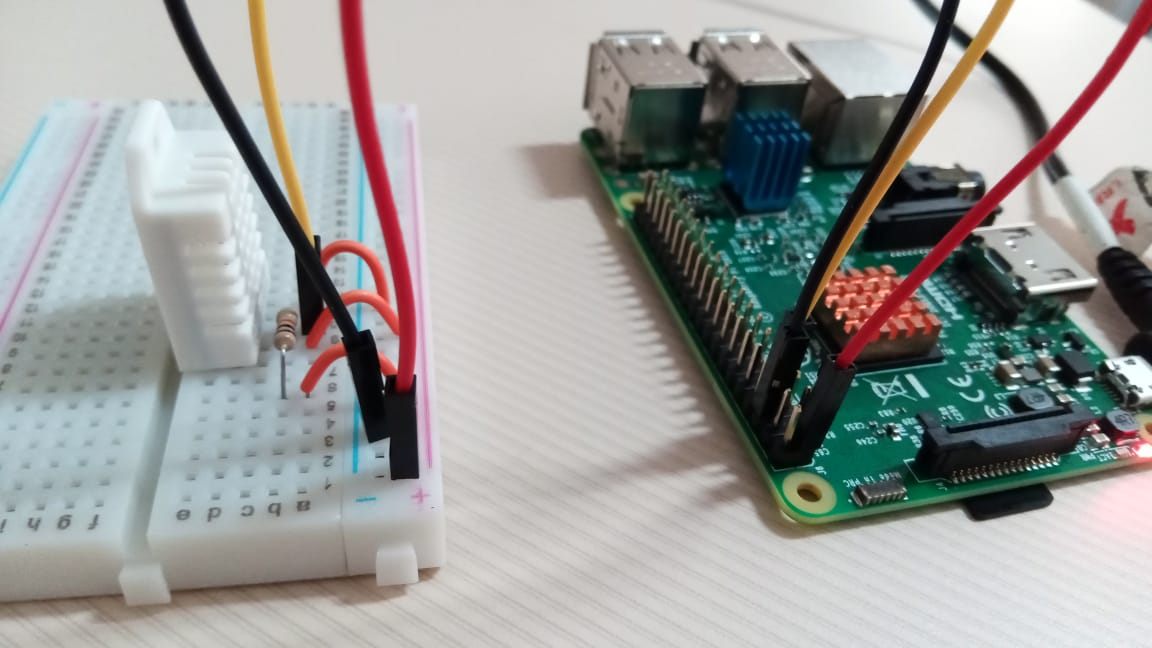 Raspberry Pi e sensor de temperatura e umidade em protoboard. Foto: ViniRoger