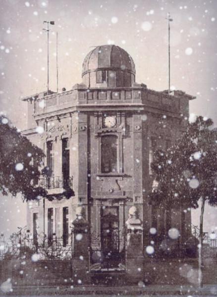 Observatório de São Paulo, situado na avenida Paulista, com EFEITO de neve. Fonte: Wikipedia