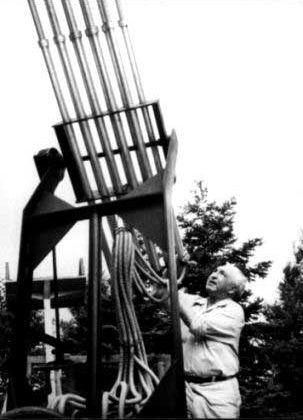 Reich com um de seus cloudbusters. Fonte: Wikipedia