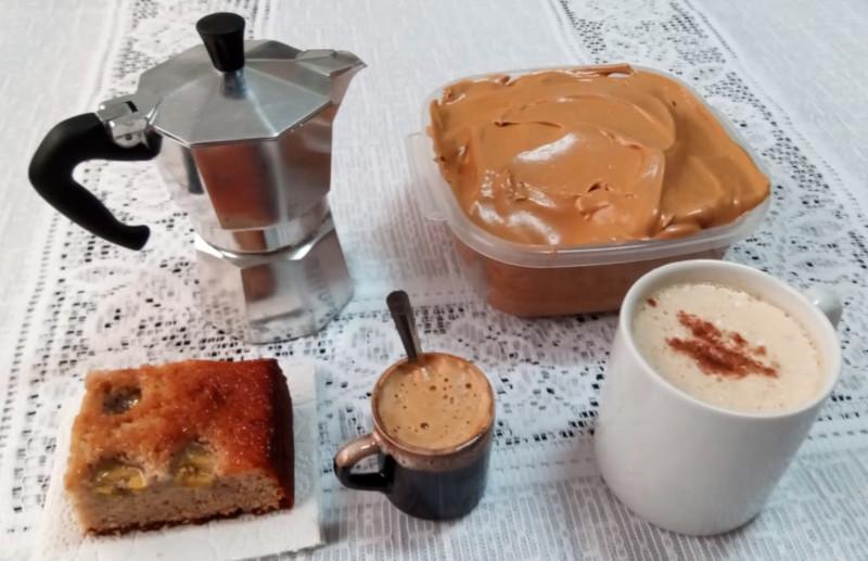 Nuvem de café com leite quente e bolo de banana. Foto: ViniRoger