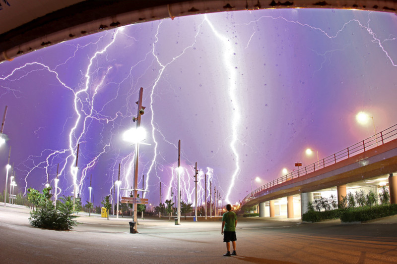 """Lightning! Ask Your Questions Tonight (NASA, Marshall, 06/23/11)"" por NASA's Marshall Space Flight Center, licenciada como CC BY-NC 2.0"