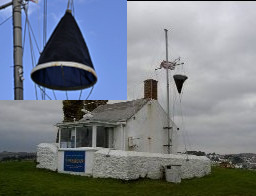 Posto da Guarda Costeira que ainda exibe o cone de tempestade (Polruan station). Fonte: NCI