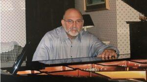 Tony Cicoria ao piano. Fonte: arquivo pessoal
