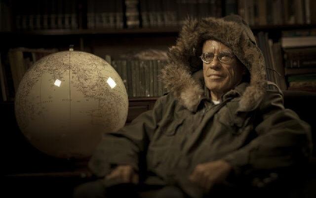 Rubens Junqueira Villela com traje que usou na Antártida