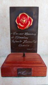 Troféu de 1º lugar do 1° Concurso Rosa Cruz Infanto-Juvenil de Crônica. Foto: ViniRoger